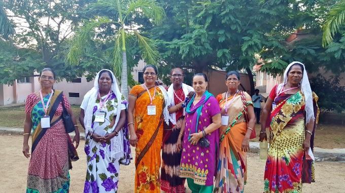 Intian Naisia Konferenssissa Satu Hauta Aho