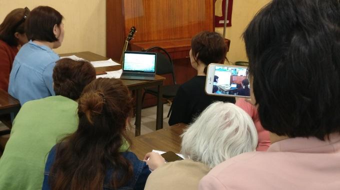 Keski-Aasiassa Saatiin Uusia Ideoita Toivoa Naisille -radio-ohjelmiin