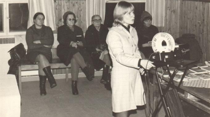 Vuonna 1973 Radiolla Rautaesiripun Taakse, Tänään Mobiilisti Aasiaan – Sansa 45 Vuotta