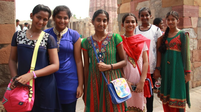 Intian Paradoksi: Tytöt Yhä Koulutetumpia Mutta Naisista Yhä Harvempi Käy Ansiotyössä