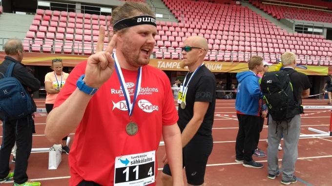Teemu Kallio Pukee Ylleen Run For Missions -punapaidan Jo Toistamiseen