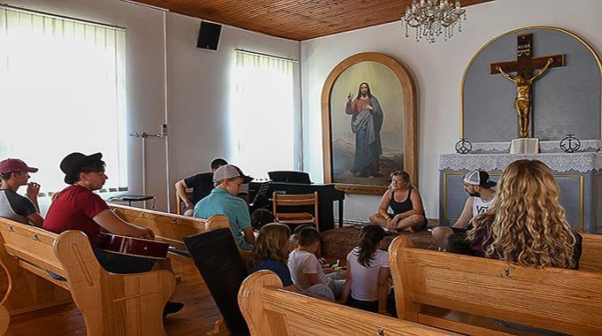 Legacy Kroatia Vei Kymmenen Nuorta Tutustumaan Lähetystyöhön Kutinan Seurakuntaan