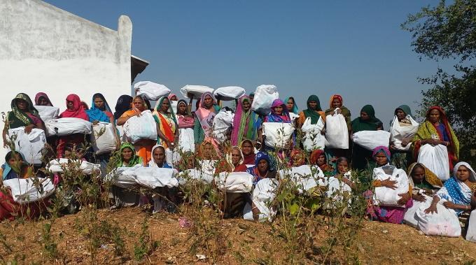 Joululahja Lämmittää Leskiä Intian Gujaratissa